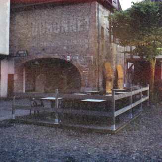 Place des Consuls, Bretenoux (Lot).
